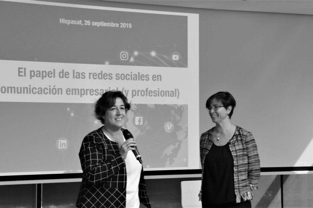Elena Pisonero y María Lázaro en el Nuevo Espacio Hispasat hablando sobre redes sociales